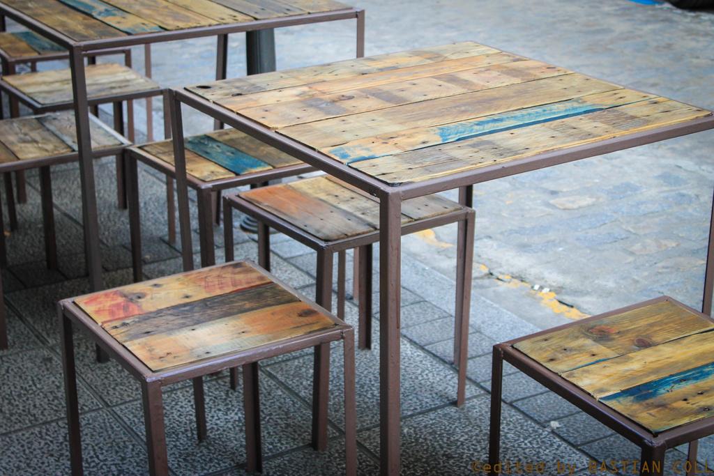 mesa en madera reciclada de palet y metal